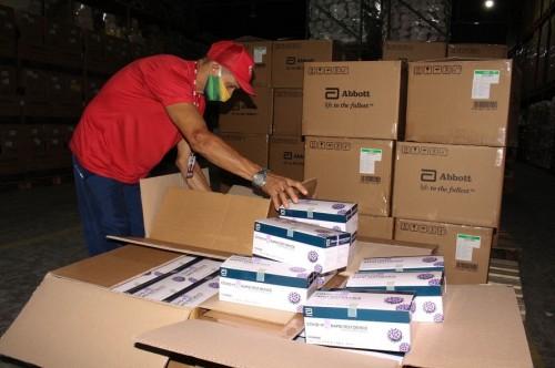 Governo do Amazonas recebe 62 mil testes de Covid-19